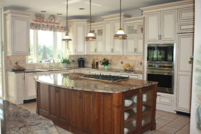 Open, inviting kitchen by Sycamore Kitchens