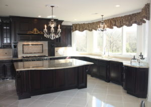 Sun-filled sophisticated kitchen by Sycamore Kitchens